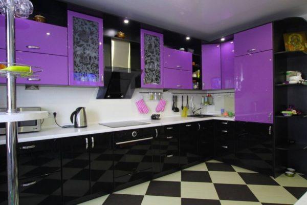 Чёрно-фиолетовая кухня