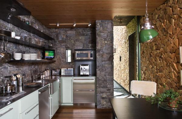 Декор вентиляционного короба на кухне