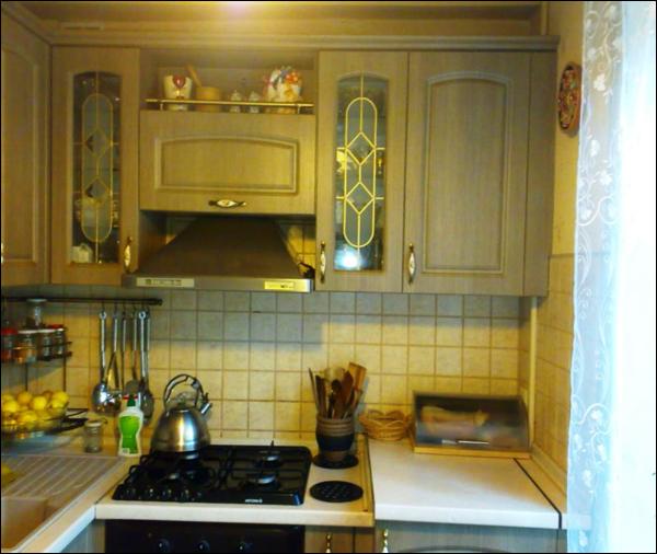Как видите вытяжка смотрится органично и красиво на кухне