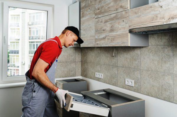 Установка мебели - завершающий этап ремонта на кухне