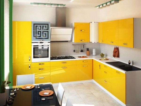 Желтый цвет отлично сочетается со светло-серым цветом, зеленым, белым