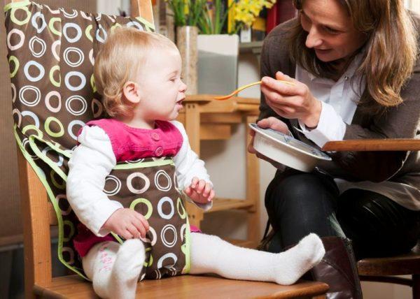 Быстро, удобно, и нет необходимости выделять для детского стульчика дополнительное место на маленькой кухне, согласитесь, идея проста и практична