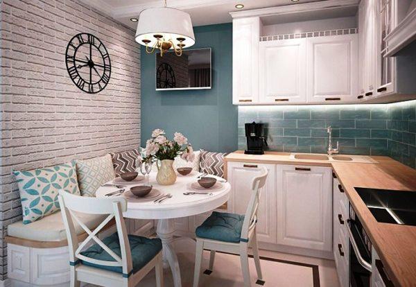 Белый цвет кухонного гарнитура можно разбавить голубым или бежевым цветом оттделки