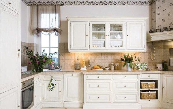 Римские шторы для интерьера в стиле прованс на кухне