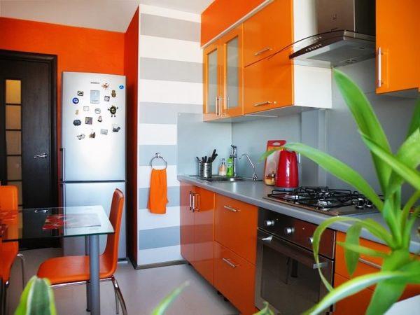 Мандариновый колер выглядит стильно и необычно, он позволяет реализовать в дизайне кухни все свои фантазии