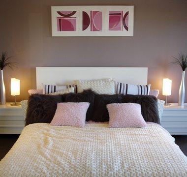 Абстракция в оформлении спальни