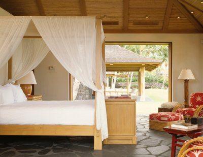 Балдахин на двуспальную кровать с деревянным каркасом
