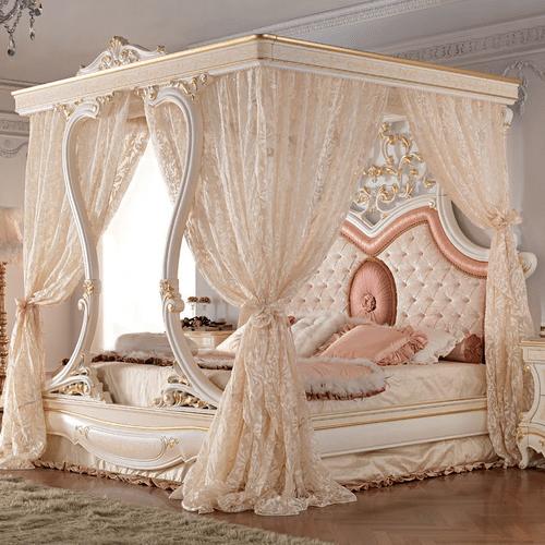 Балдахины из легких, нежных тканей подчеркивают богатое убранство комнаты