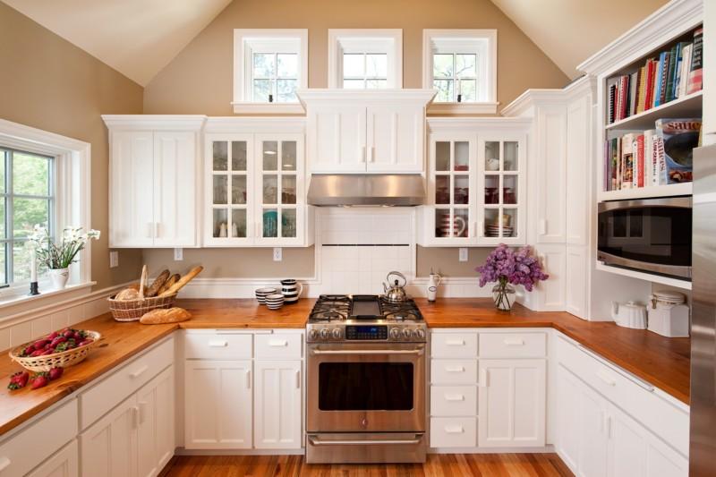 Кухня в белых тонах