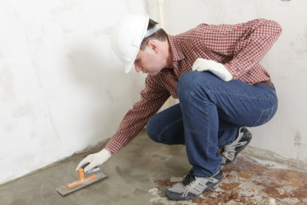 Выравнивание пола бетонной стяжкой