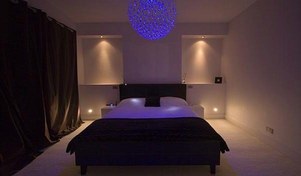 декоративный синий свет с потолка