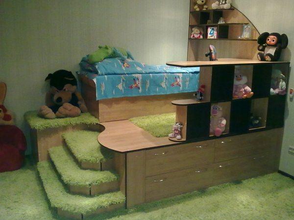 Детская мини-спальня - подиум.