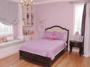 Детская спальня в розово сиреневых тонах