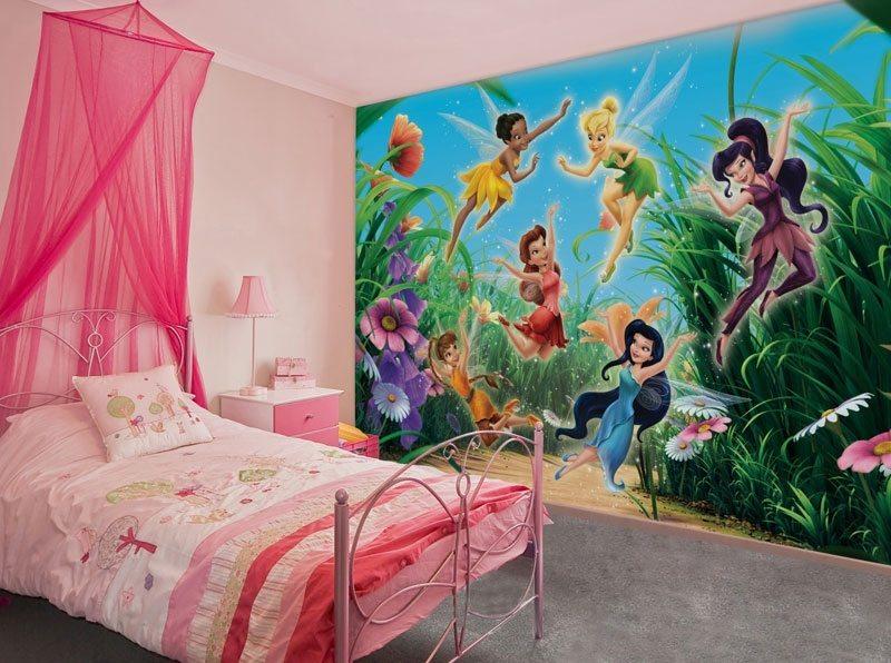 Детские фотообои с любимыми героями в спальне для девочки.