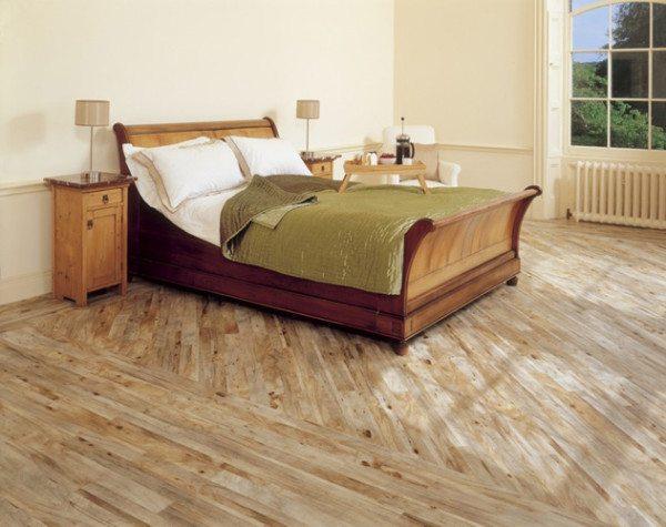 Диагональное размещение напольного покрытия гарантированно расширит комнату.