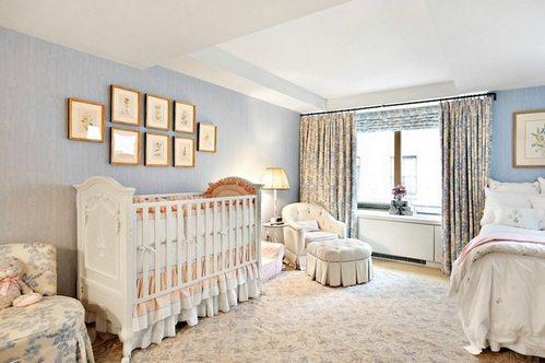 Дизайн совмещенной комнаты на фото выполнен в пастельных тонах.