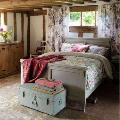 Дизайн спальни 5 на 2 на 5 в мансарде