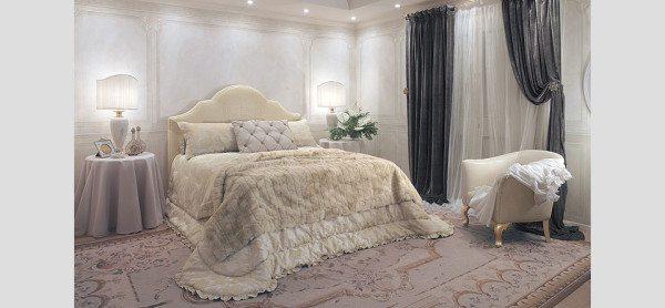 Дизайн спальни: классика по-королевски сдержанна, белый цвет господствует.