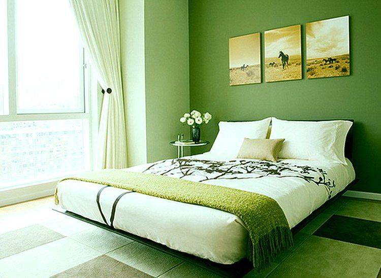 Дизайн спальни в зеленых тонах идеально подойдёт для маленького помещения.