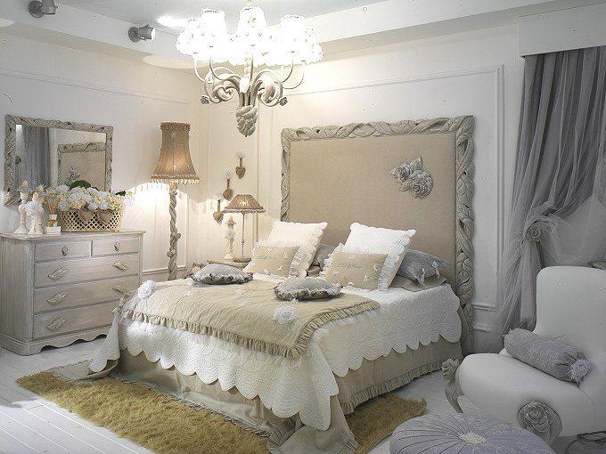 Для обстановки классических спален подойдет цельный гарнитур, а не разрозненные предметы обстановки.