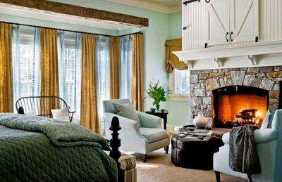 Два больших удобных кресла перед камином сделают ваши вечера незабываемыми