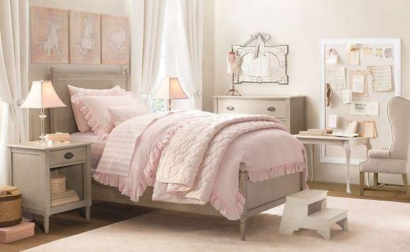 Эффектный дизайн и оригинальное освещение в спальне