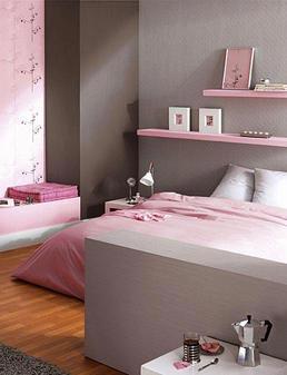 Элегантная спальня в розово-коричневых тонах