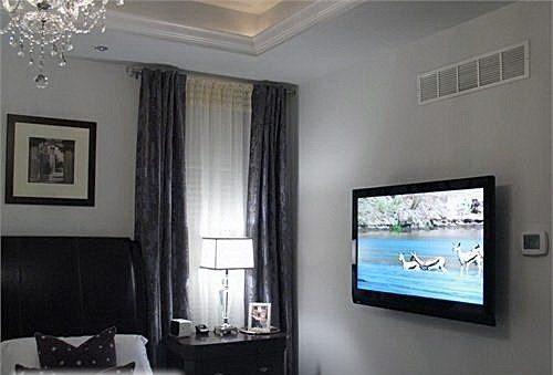 Если вы не представляете отдыха без просмотра телепрограмм, то в спальню можно установить телевизор