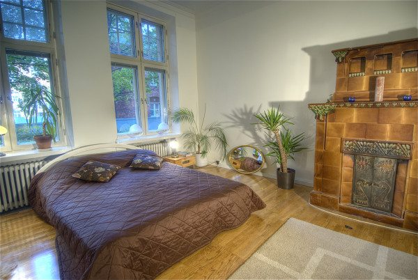 Фитодизайнеры предлагают украсить спальню благотворными флористическими композициями из комнатных растений и цветов.