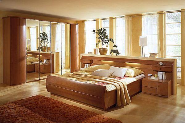 Фото гармонично подобранной мебели в спальне размером в 15 кв. м.