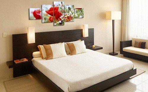 Фото модульной картины в спальне