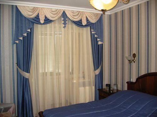 Фото штор, сочетающихся с общим интерьером спальной комнаты