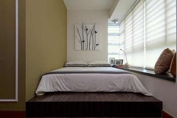 Фото спальни на балконе в интересном оформлении.