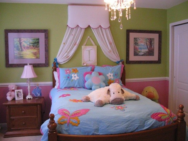 Фото: спальня маленькой леди – уютная и приятная атмосфера .