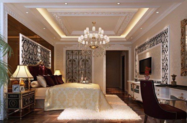 Фото: узор обоев, их комбинирование и молдинги подчеркивают классический стиль спальни.