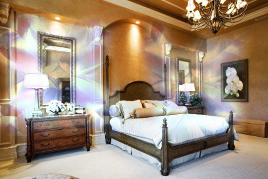Фото зеркала в спальне по бокам кровати