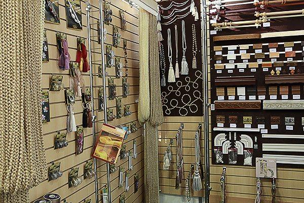 Фурнитура – несведущему человеку легко запутаться во всех этих крючках-веревочках