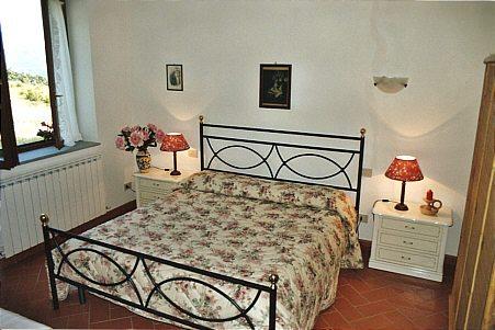Главным атрибутом убранства спальни является удобная кровать.