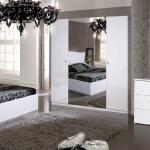 Глянец в декоре спальни