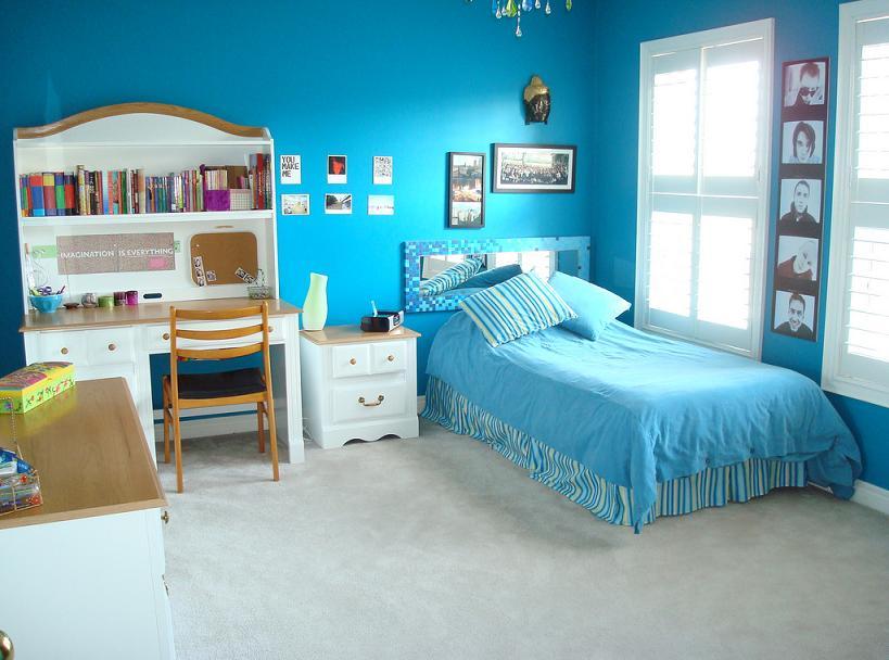 Голубые цвета в подростковой спальне