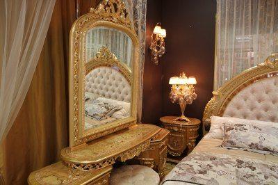 Хозяйка этой спальни явно незнакома с фен шуй