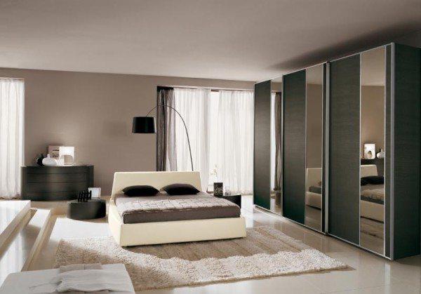 Идеальное расположение кровати, к которой обеспечен подход с обеих сторон