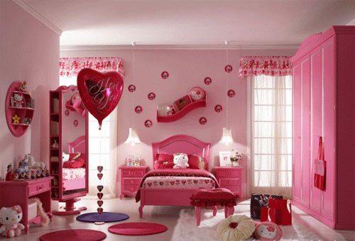 Интерьер спальни маленькой принцессы в розовых тонах – стереотип, часто воплощающийся в жизнь.