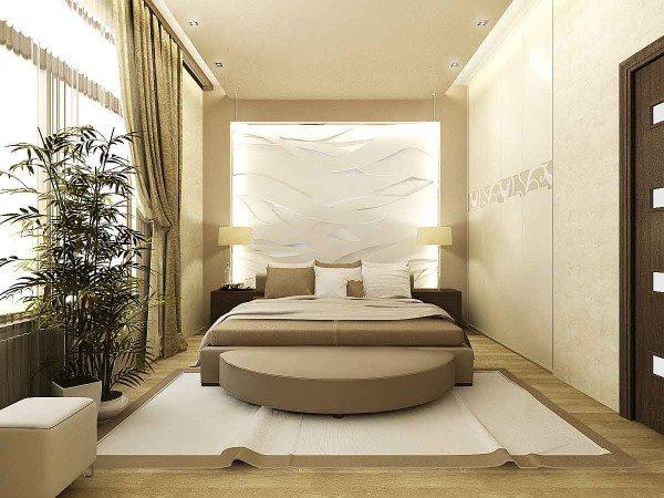 Интерьер спальни с бежевой мебелью более темного оттенка.