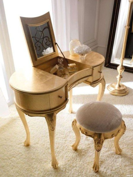 Изящный и удобный миниатюрный туалетный столик