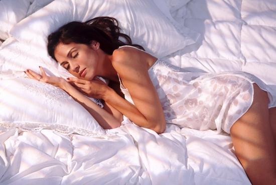 Как подобрать цвет обоев в спальню, чтобы засыпать и просыпаться в ней было приятно? Прислушайтесь к нашим советам!