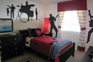 Как вариант – тематические фотообои, граффити или виниловые наклейки на одной из стен