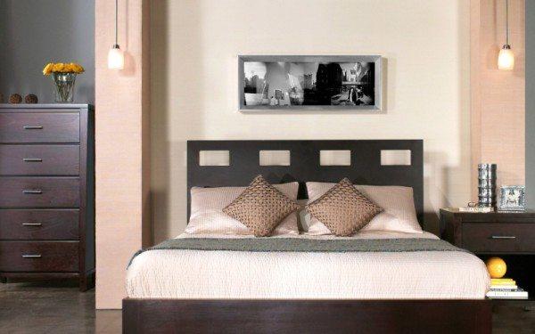 Картина в спальню над кроватью – традиционный дизайнерский ход