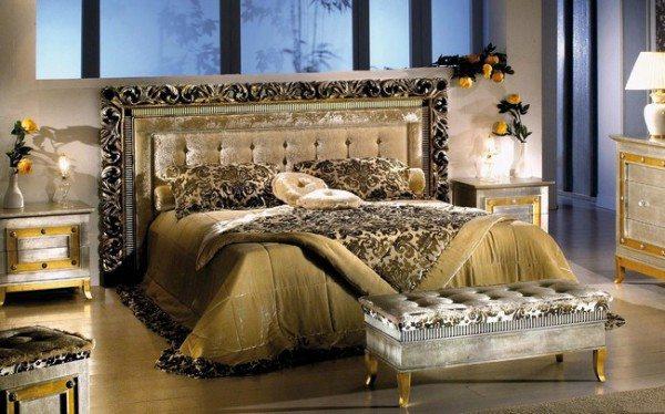 Классическая модель, устанавливаемая около кровати