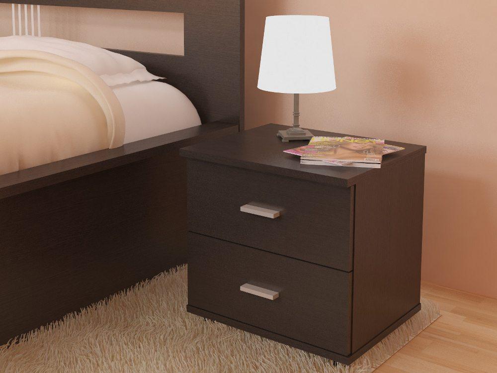 Классическая настольная лампа на тумбочку в спальню придает завершенность общему дизайну помещения.